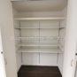 収納 キッチン横には大型のパントリーを設置する事も可能です。保存食や調味料のストックなど、これだけのサイズ感があれば使用用途は様々です。(弊社同仕様施工事例)