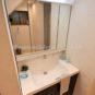 洗面 三面鏡、くもり止め、シャワー付き、収納力充実、機能性に優れた独立洗面台は、さまざまなアイテムと多彩なカラーバリエーションでこだわりの空間に出来ます。(弊社同仕様施工事例)