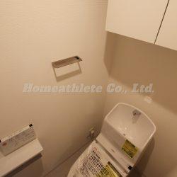 トイレは温水洗浄便座機能付きのトイレとなり、こちらも新調済みです。(トイレ)