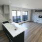 リビング お家の中で一番くつろげる場所はリビングです。そのリビングの形状や、家具の配置などを考えながら、間取りを決めていけます。(当社の新築施工事例)