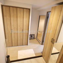 玄関は大変広く、シューズボックスを設置していてもこのスペースを確保しております。(玄関)