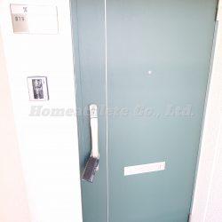 ダブルロックのディンプルキーなので、防犯性に優れた扉になっております。(玄関)