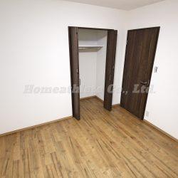 こちらの洋室にはクローゼットも完備しておりますので、お洋服などをしっかりと収納出来ます。(洋室)