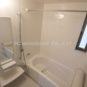 風呂 浴室は1坪タイプの窓付になります。