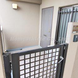 角部屋ならではの、専用玄関ポーチが御座いますので、プライベート空間が守られております。(玄関)